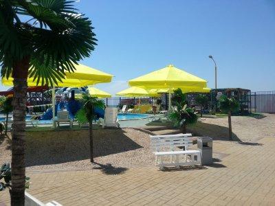 В Ейском аквапарке изготовленные нашим заводом зонты живут уже пятый год