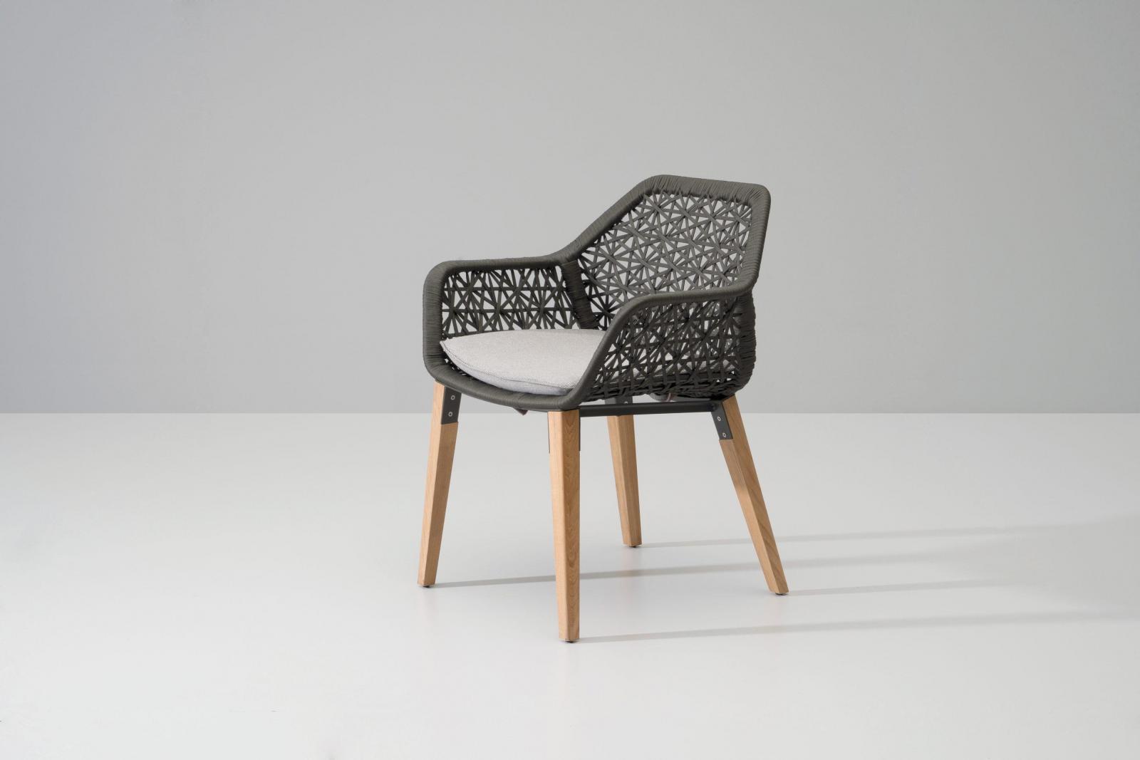 Кресло плетеное с подушкой Maia