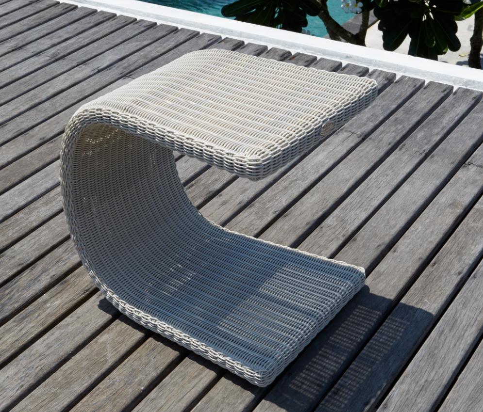 Стол плетеный для лежака Calderan