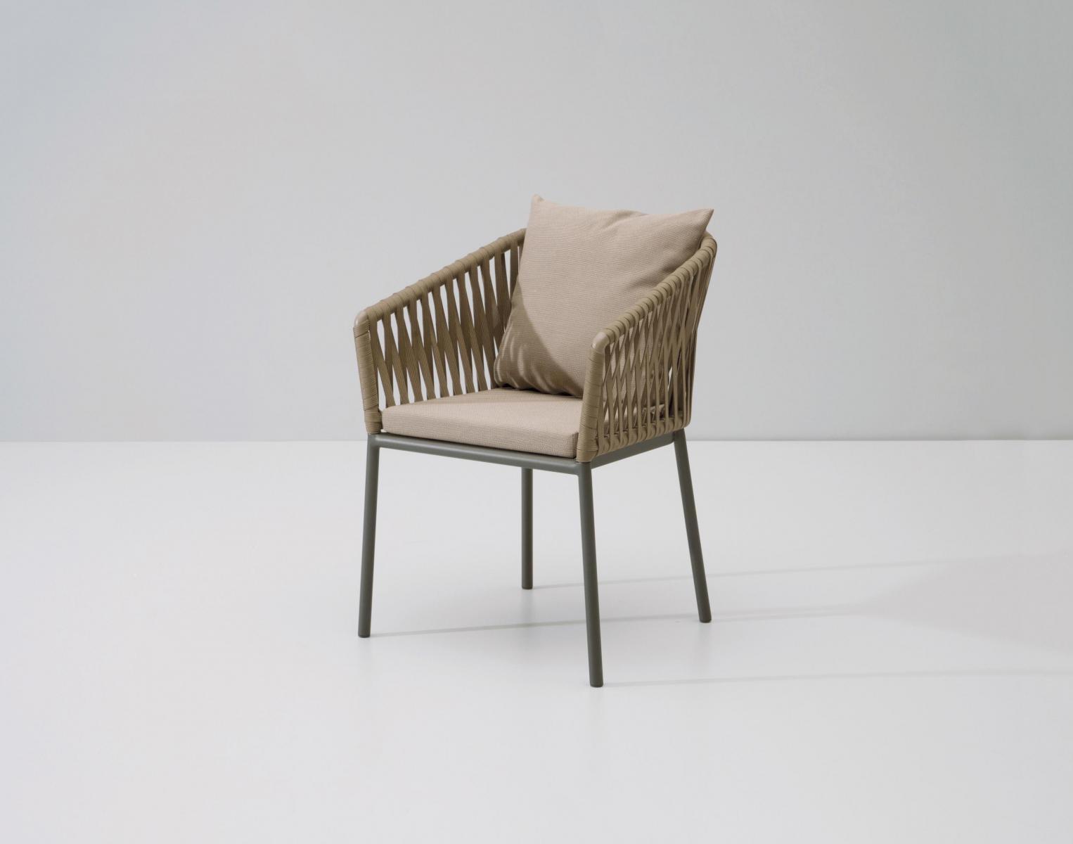 Кресло плетеное с подушкой Bitta
