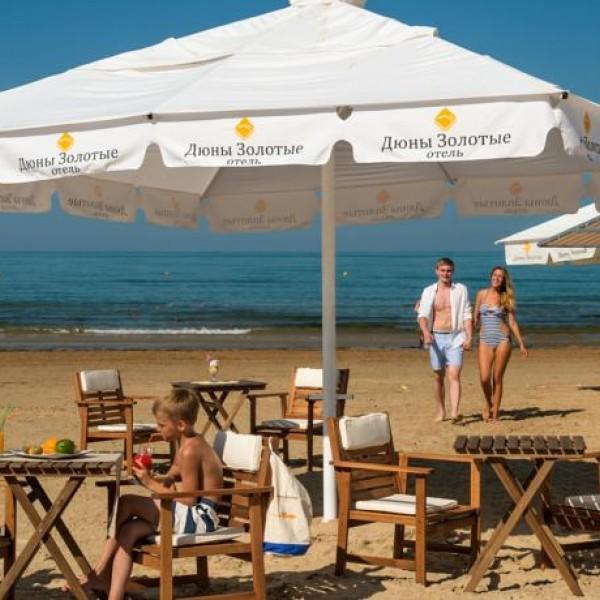 Пляжное оборудование и пляжная мебель, пляжные зонты, шезлонги